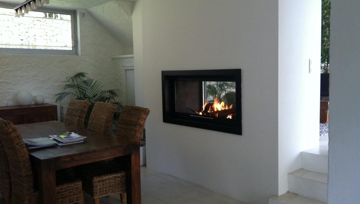 Installation d'une cheminée double face à Tanneron
